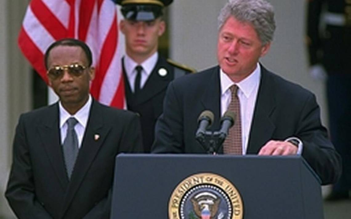 a history of how clinton administration policy toward the caribbean country of haiti started Toward the end of the bush administration, the united states sent approximately 25,000 troops to somalia to assist the united nations with the distribution of famine relief supplies.